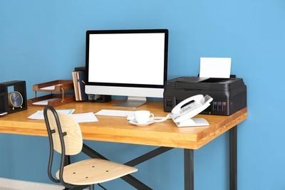 舒适的工作场所与显示器