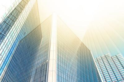 现代商业建筑的经营理念的摩天大楼的玻璃