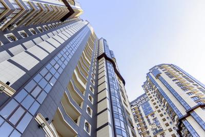 现代写字楼摩天大楼, 仰望商业区高层建筑, 建筑向蓝天, 底层景观