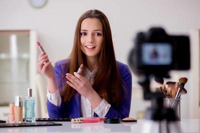 美容时尚博主录制视频的博客