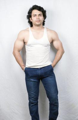 印度健身男模在背心