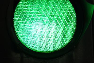 关闭绿色交通灯的拍摄