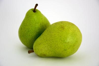 两个新鲜梨