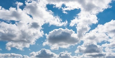 夏日的蓝天白云