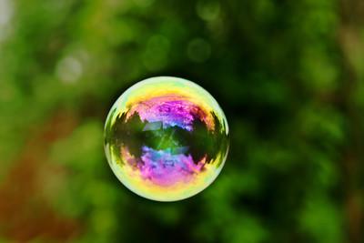 在肥皂泡沫的世界