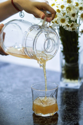 在玻璃果汁