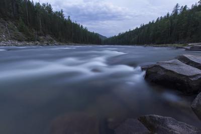 牛奶河。狂放的自然