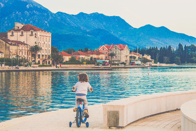 骑自行车的女孩