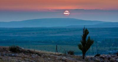在克里米亚的黑海上日出的宁静景色