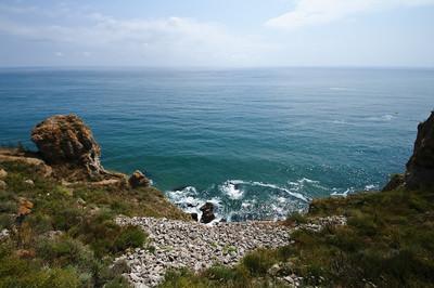 陡峭的海岸的海角 kaliakra