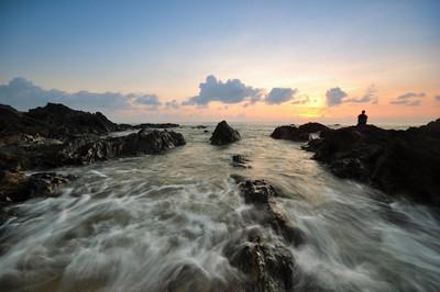 美丽的海景看日出