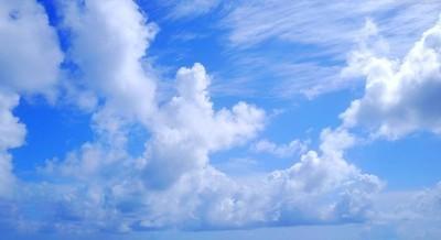 P02648 4 k 蓝色天空和白色的云朵美丽的大自然背景