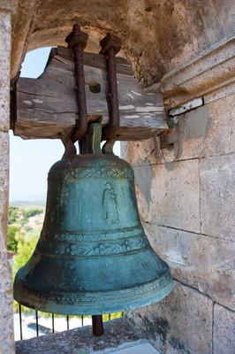 传统的一座教堂的钟声