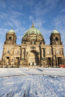 柏林大教堂在雪