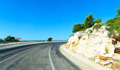 在土耳其海岸的山路