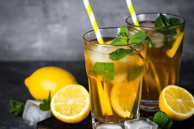 冰茶。冷的夏天饮料