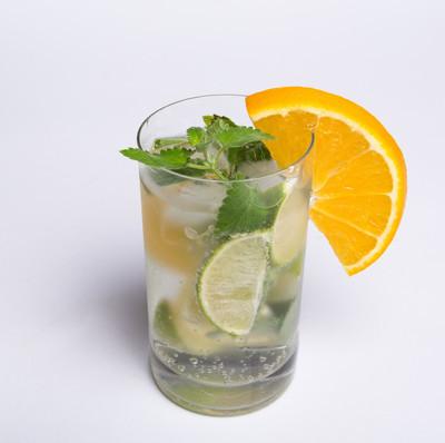 在炎热的夏日冷饮