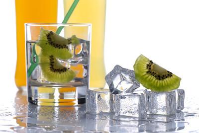 冷水果饮品杯