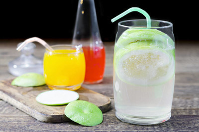 在炎热的夏季清凉饮料