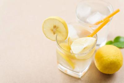 冰柠檬水杯, 夏日冷饮