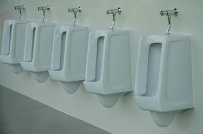 小便池男子公共厕所