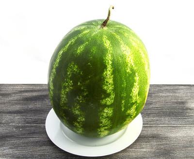 西瓜图片准备被切断,最漂亮的西瓜图片