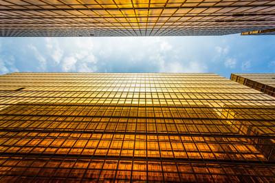 现代摩天大楼外观和天空