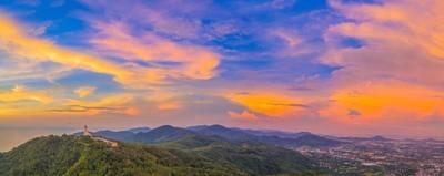 风景美丽的日落全景普吉岛大佛