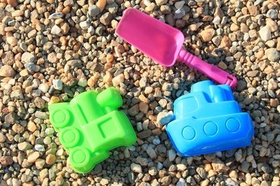 leksaker på sanden