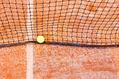 网球网和球