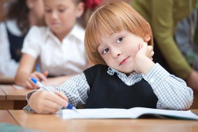 可爱的小学生在课堂