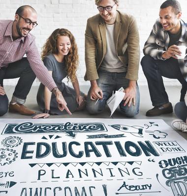 设计师海报与教育工作