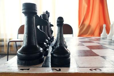 以棋棋盘的形象