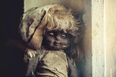 遗弃的玩偶在幼儿园