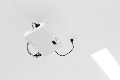 白色的投影仪机