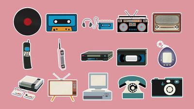 一套贴纸老式复古复古时髦的手机, 电视, 录音机, 播放机, 录音带, 录像带, 录像机, 游戏机, 相机, 电脑, 收音机。向量例证