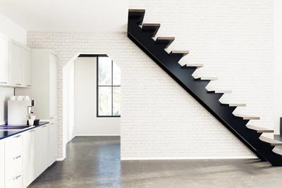 白砖厨房,黑色的楼梯